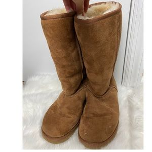 UGG Size 7W Brown Cozy Boots